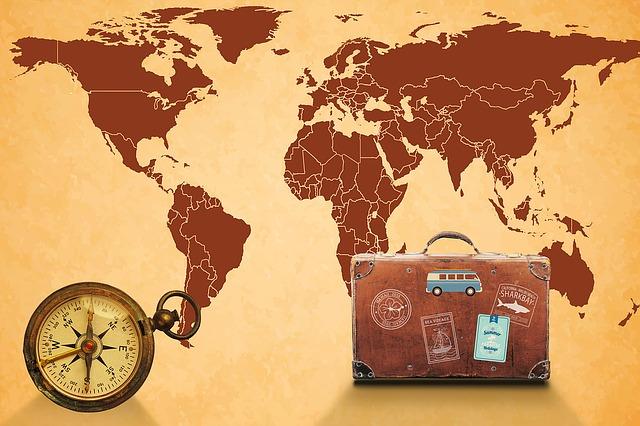 wereldkaart en koffer