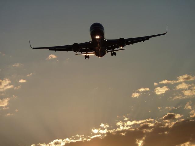 vliegtuig die vliegt