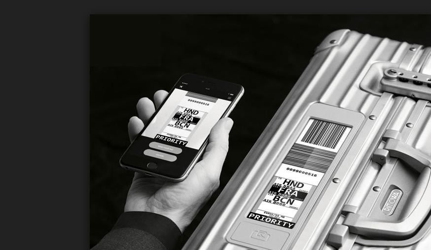 Rimowa koffer met electronische bagagelabel